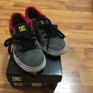Kids DC running shoes
